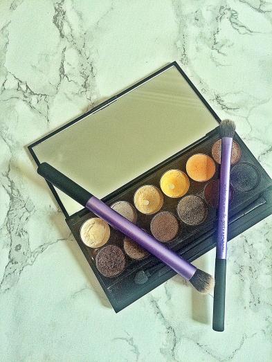 Sleek Palette au naturel with brushes