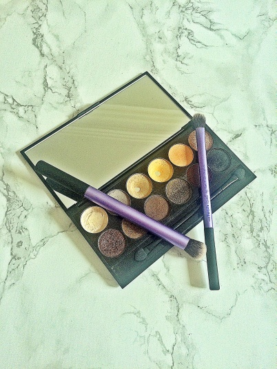 Sleek Palette au naturel with brushes2