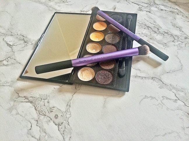 Sleek Palette au naturel with brushes3